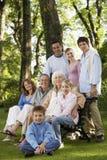 Retrato de la familia feliz en parque Fotografía de archivo libre de regalías