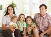 Retrato de la familia nuclear en el país Fotos de archivo libres de regalías