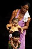 Retrato de la forma de vida de la familia de la momia y de dos niños imagen de archivo