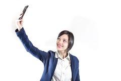Retrato de la foto de Selfie la mujer joven hace la foto con smartphone Foto de archivo