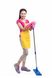 Retrato de la fregona asiática joven de Cleaning Floor With del ama de casa en ful Fotografía de archivo