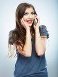 Retrato de la llamada de teléfono de la mujer joven Hermoso aislada Fotografía de archivo