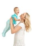 Retrato de la madre cariñosa y de su niño en blanco foto de archivo