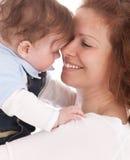 Retrato de la madre feliz con el bebé foto de archivo libre de regalías