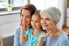 Retrato de la madre, de la hija y de la abuela fotografía de archivo libre de regalías