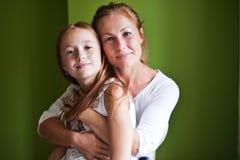 Retrato de la madre y de la hija Foto de archivo libre de regalías