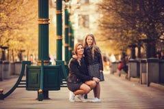 Retrato de la madre y de la hija fotos de archivo libres de regalías
