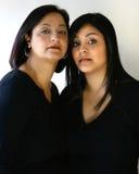 Retrato de la madre y de la hija hermosas fotografía de archivo libre de regalías