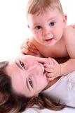 Retrato de la madre y del bebé felices Imagen de archivo
