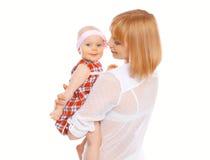 Retrato de la madre y del bebé jovenes felices Imagenes de archivo