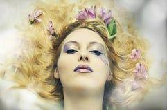 Retrato de la manera de la mujer hermosa joven Fotografía de archivo libre de regalías