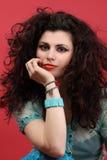 Retrato de la manera de un modelo con el pelo largo Foto de archivo libre de regalías