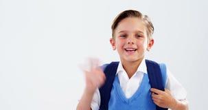 Retrato de la mano que agita sonriente del colegial almacen de metraje de vídeo