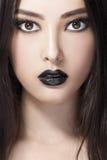 Retrato de la moda de la belleza de la mujer con los labios negros en estudio Modelo coasian asiático fotos de archivo libres de regalías