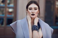 Retrato de la moda de la calle de la chica joven Fotografía de archivo