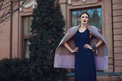 Retrato de la moda de la calle de la chica joven Foto de archivo
