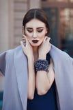 Retrato de la moda de la calle de la chica joven Imagen de archivo libre de regalías