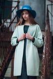 Retrato de la moda de la calle de la mujer joven Imagen de archivo libre de regalías