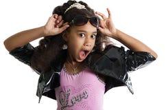 Retrato de la moda del niño de la muchacha Gafas de sol sorpresa Fotos de archivo