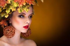 Retrato de la moda del otoño de la mujer hermosa Imagen de archivo