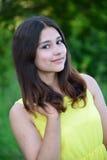 Retrato de la morenita adolescente con el pelo largo Imagen de archivo