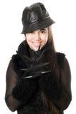 Retrato de la morenita joven sonriente en guantes con las garras imagen de archivo libre de regalías