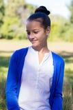 Retrato de la muchacha adolescente al aire libre Imagen de archivo