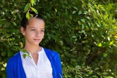 Retrato de la muchacha adolescente al aire libre Fotografía de archivo libre de regalías