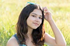 Retrato de la muchacha adolescente al aire libre en verano Fotografía de archivo libre de regalías