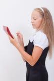 Retrato de la muchacha adolescente con la calculadora en blanco Imagen de archivo