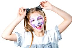 Retrato de la muchacha adolescente con la pintura de la cara del gato Fotos de archivo