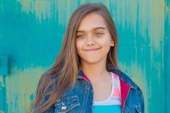 Retrato de la muchacha adolescente de moda con el pelo largo Imagen de archivo