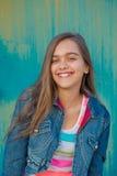 Retrato de la muchacha adolescente de moda con el pelo largo Fotografía de archivo libre de regalías