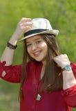 Retrato de la muchacha adolescente en bosque Imagen de archivo