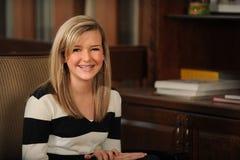 Retrato de la muchacha adolescente hermosa Foto de archivo libre de regalías