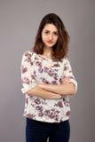 Retrato de la muchacha adolescente hermoso con el pelo negro largo Imagen de archivo libre de regalías