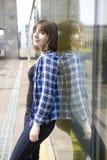 Retrato de la muchacha adolescente seria Imagenes de archivo