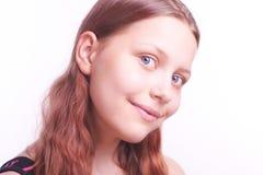 Retrato de la muchacha adolescente sonriente feliz Fotos de archivo