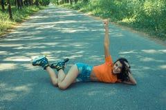 Retrato de la muchacha alegre loca positiva Foto de archivo