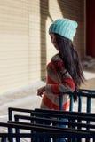 Retrato de la muchacha asiática elegante en la calle Imagen de archivo