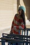 Retrato de la muchacha asiática elegante en la calle Imagenes de archivo