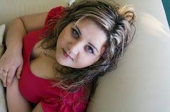 Retrato de la muchacha atractiva imagenes de archivo