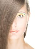 Retrato de la muchacha atractiva hermosa aislada en blanco. Fotos de archivo libres de regalías