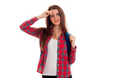 Retrato de la muchacha atractiva joven del estudiante con la mochila aislada en el fondo blanco Fotografía de archivo libre de regalías