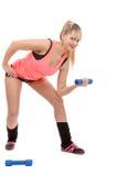 Retrato de la muchacha bastante deportiva que lleva a cabo el peso Imágenes de archivo libres de regalías