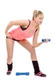 Retrato de la muchacha bastante deportiva que lleva a cabo el peso Foto de archivo libre de regalías