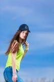 Retrato de la muchacha bonita del adolescente al aire libre Fotografía de archivo libre de regalías