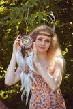 Retrato de la muchacha con Dreamctahcer Foto de archivo
