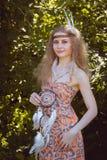 Retrato de la muchacha con Dreamctahcer Foto de archivo libre de regalías