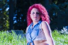 Retrato de la muchacha con el pelo rojo Imagen de archivo
